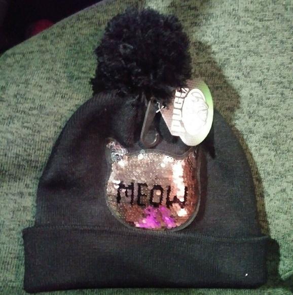 NWT Pugs winter hat 😼with pom pom🆓🎁 03866269a8a